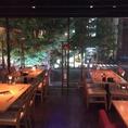 夜は光に緑が反射して窓側の席が大変おすすめです。仙台の夜景を見ながら美味しい料理とワイン最高ですよ。