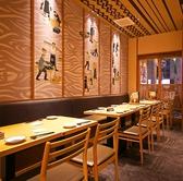 壁面にこだわり溢れるテーブル席。居心地の良い和空間で一粋のコース料理と共に宴会をお楽しみください。