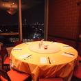 最大10名様まで利用可能な円卓個室。夜景も観えます