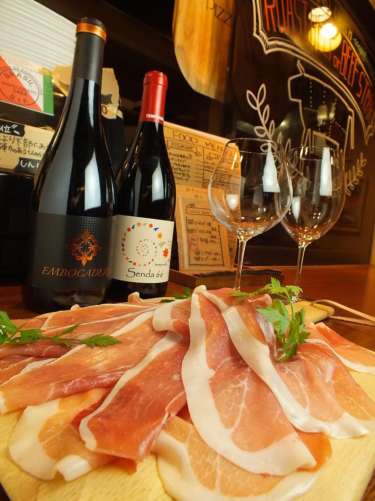 夜は上質のワインに舌鼓♪ハモンセラーノはもちろんローストビーフと一緒に・・・