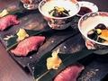 料理メニュー写真米沢牛のにぎり寿司(あぶり) 1個