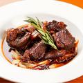 料理メニュー写真牛肩肉の赤ワイン煮