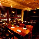 【4~8名様】インテリアにもこだわったオシャレなテーブル席。アットホームな雰囲気ただよう、大人の隠れ家的空間です。お食事会や、デート利用など様々なシーンでご活用下さい。