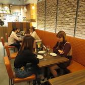 人数に合わせてテーブルの連結が可能です♪レンガ壁面と暖色系ライトでおくつろぎ頂けます☆(栄/バル/チーズ/韓国/タピオカ)