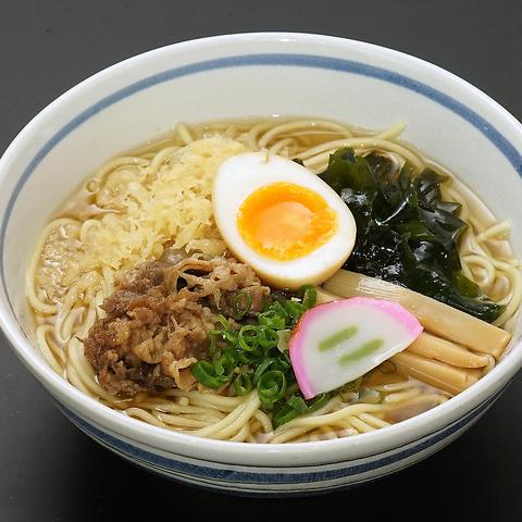 秘伝のだしがベースの和風スープが美味!名物だしそば(ラーメン)