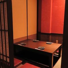 接待など大切な食事会にも人気の個室です。博多名物をゆったりご堪能ください。
