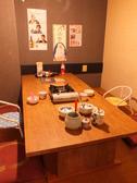 ご家族にぴったりの6名様用個室。お子様用の椅子もご用意しております。
