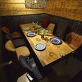 プロジェクトの打ち上げや、同期や部署の皆さんとの飲み会など、大人数でお集まりの際は複数のテーブルを繋げてセッティング!一体感あふれる宴を叶えます。!♪【浜松 肉バル チーズフォンデュ ラクレットチーズ 女子会 飲み放題 食べ放題 食べ飲み放題 イタリアン  誕生日 記念日】