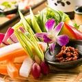 料理メニュー写真産直野菜のかご盛り~野菜スティック仕立て~モロ味噌を添えて~