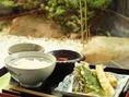 ご予約限定4名様からで、お昼の営業も致しております。画像は【天ぷら御膳】1800円(税込)。