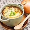 料理メニュー写真名物!オニオングラタンスープ