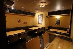 4名様テーブル席です。ゆっくりとお酒やお食事をお楽しみ下さい。