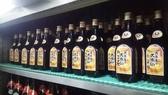大里店の久米仙ブラウンのキープ棚。 大里店では久米仙ブラウン1本!オールタイム¥1200です。 もちろん!キープは2ヶ月。 キンキン¥100ビールの後はやっぱり泡盛ですかね。