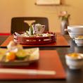 季節の移ろいに寄り添い、その時季ならではの美味しさを器に表現する、正統派の日本料理をご提供いたします。地のものを用いたお料理は、他府県からお越しのお客様にも大変喜ばれております。