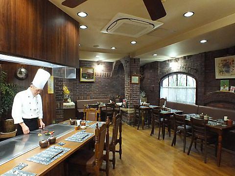 老舗ホテルの経験を30年余り持つ熟練シェフの手がける、リーズナブルなステーキハウス