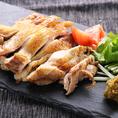 【3種の風味を堪能】ひな鶏オーブン焼きがメイン『お値打ちコース』<全7品>3500円→2500円 / 気軽に肉割烹をお楽しみいただける、お値打ち価格のご宴会コースです。合鴨のパストラミや、3種の風味(青柚子胡椒/醪味/瀬戸内レモン)でお楽しみいただく『ひな鶏のオーブン焼き』などお料理7品をご堪能ください。