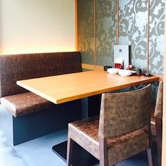 【少人数様向け個室|2名様~4名様】デート・記念日・気心知れた友人とのお食事におすすめのお席をご用意しております。