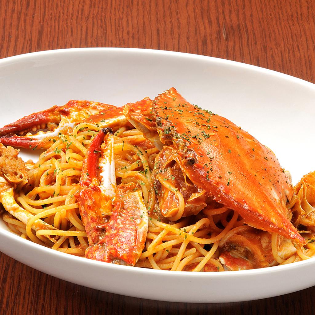 定番人気『渡り蟹のトマトソーススパゲティ』オープン当初から愛され続ける自慢の逸品。