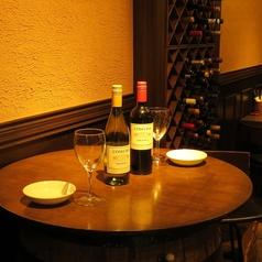 樽のテーブルは雰囲気満点♪デートにもおすすめです