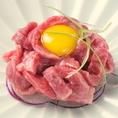 当店厳選の生黒毛和牛をはじめとした様々なお肉を、職人たちの手で日々試行を繰り返し、誇りを持って最高の一皿に仕上げております。
