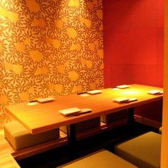 様々なシーンにご利用頂ける完全個室のお席をご用意しております。完全個室のお席ですので他のお客様を気にされることなく各種ご宴会をお楽しみ頂けます。上質な空間の完全個室でゆったりとこだわりの和食と、相性抜群の日本酒や焼酎などのお酒をご堪能ください。