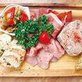 料理メニュー写真肉屋の前菜盛り合わせ