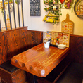 プライベート感のある半個室風の分厚いテーブルが居心地がいいんです♪