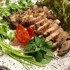 料理メニュー写真レモングラスに漬けた豚肉のソテー