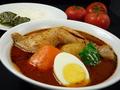 料理メニュー写真骨付きチキンのスープカレー