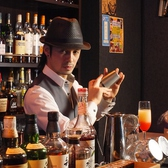 Bar XYZのスタッフ1