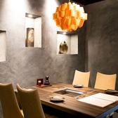 【宴会に◎】2名様からご利用可能のテーブル席。おしゃれな雰囲気で宴会や仲間内の飲み会をお楽しみいただけます。
