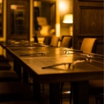 【小上がりのテーブル席は4名様でご利用可能、女子会などに】角側の席が人気です。座りやすい椅子を使っておりますので、疲れづゆっくりお食事や飲み会などが可能です☆貸切時などには自由にテーブルを動かせますのでお気軽にお問い合わせください☆