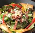 料理メニュー写真国産生ハムのシーザーサラダ