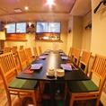 【部署ごとの飲み会はこちらのお席】中規模の集まりにはテーブルを繋げてご利用下さいませ!