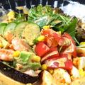 料理メニュー写真エビとアボガドのコブサラダ