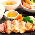 料理メニュー写真チキンステーキグリルセット