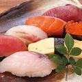 料理メニュー写真直送鮮魚入り7貫握り