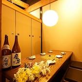 プライベートの飲み会に、少人数個室がオススメです!落ち着いた雰囲気の和空間にゆったりと足を伸ばして楽しめる掘りごたつ席は、つい時間の流れを忘れてご宴会を楽しんでしまう、そんなお席となっております。ボリューム満点の食べ飲み放題コースを是非ご注文くださいませ。