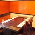 2~4名様用のテーブル席。和の雰囲気漂う店内でお酒、お料理お楽しみいただけます。