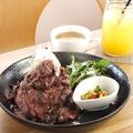 料理メニュー写真名物! 国産牛のMOTHERS ローストビーフ丼 メガ