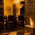 【入口すぐ、暖炉の近くの特別席★】ゆったりと窓の外を眺めながらお食事や飲み会ができます、連結することで最大17名様まで一列でご案内できます。寒い時期は暖炉をつけてえ趣のある雰囲気のお席になります♪若干寒いときがありますがお洒落なストーブ完備なのでご安心ください☆