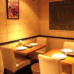 テーブル席は、2名様用~自由にテーブルをセットすることができるので、利用人数や貸切のご要望はお気軽に店舗へお尋ねください!