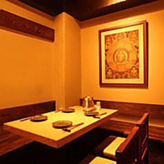 【2名様から4名様で満喫】プライベート会には最適のメインフロア。お食事メインでの来店なら、ここが一番!2名様から座れるテーブル席が4テーブル!お早目にご予約を♪