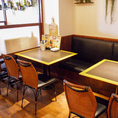 ソファ側の座りごこちは至福★人数に応じてテーブルを付けられます♪