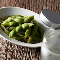 料理メニュー写真モクモク燻製風枝豆