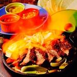 仕上げに目の前で鉄板に火を付ける♪目でも楽しめる★一番人気はメキシコ産ブランド牛『若姫牛』