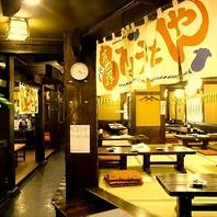 カウンター・大テーブル・座敷…昭和レトロな居酒屋代表