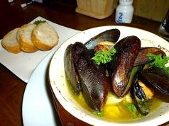 料理メニュー写真ムール貝のアヒージョ バケット付き