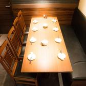 のんびりくつろげるテーブル席♪