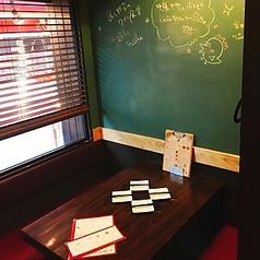 要予約!テーブルの人気は、窓際半個室テーブル(4名席×2)!